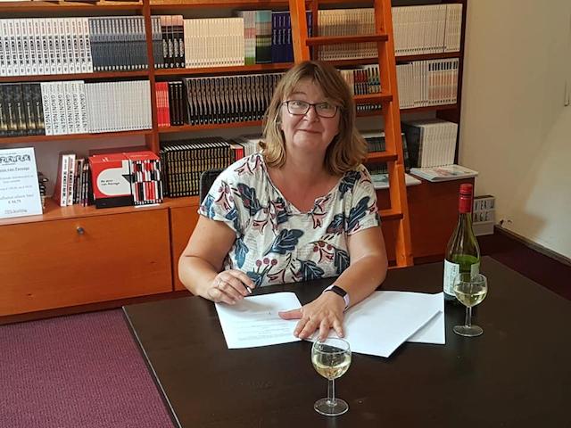Marjan tekent contract